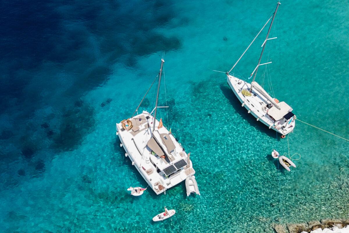 Catamaran en zeiljacht