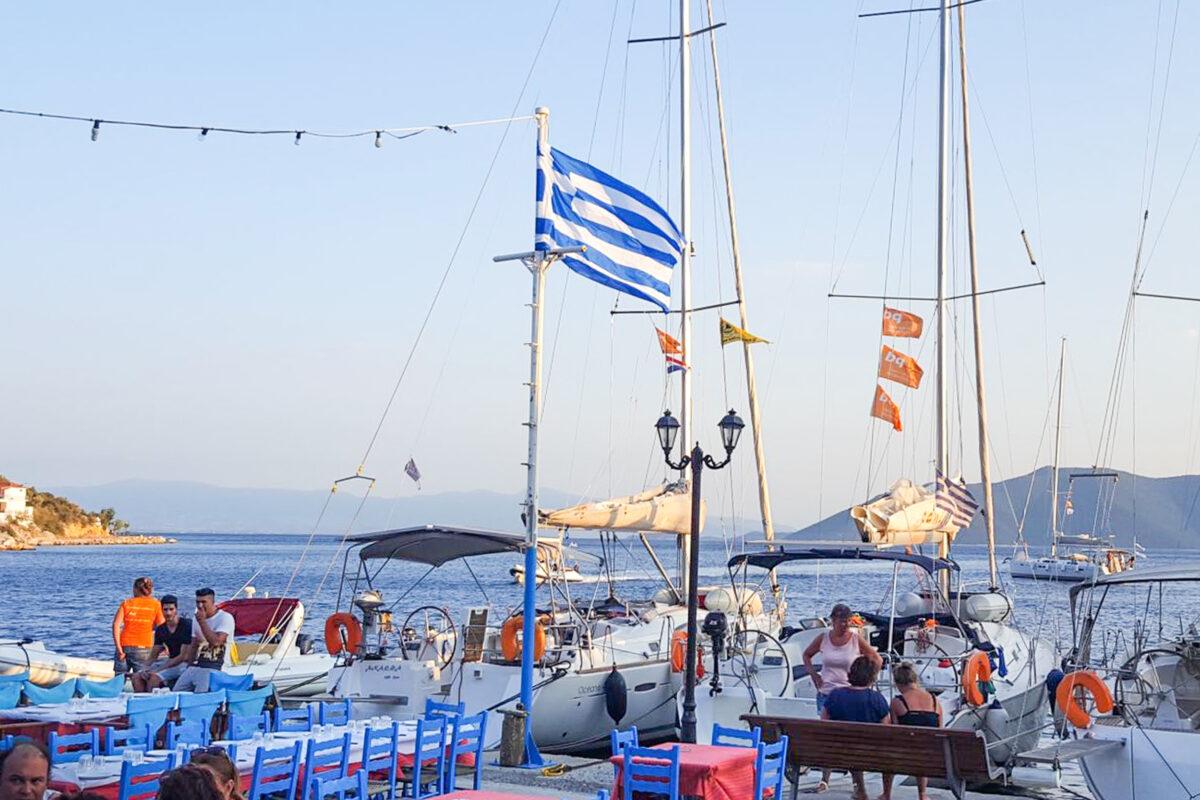 Dineren met flottielje vlakbij de zeiljachten