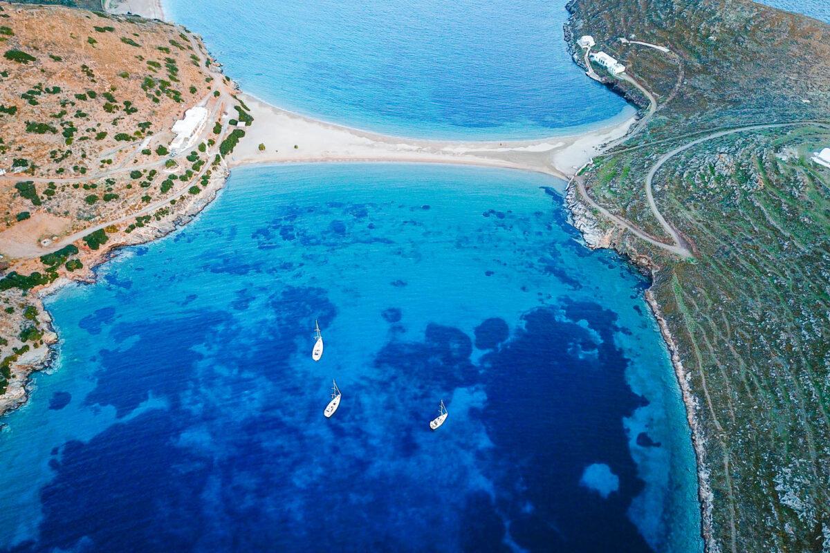 Zeilen door de Cycladen
