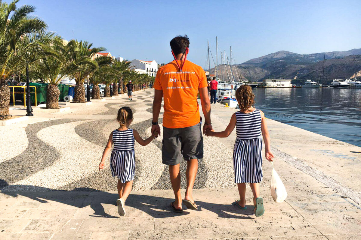 schipper van portokali met kinderen